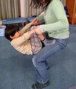 発達障害・自閉症のカンタン家庭療育 屋内でできる鉄棒の練習