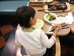 自閉症の息子4歳 食事でお箸が使えるようになる