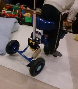 発達障害・自閉症のカンタン家庭療育 三輪車の立ちこぎ