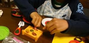カンタン家庭療育 粘土遊び 詰める