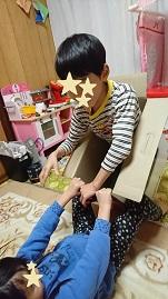 家庭療育の手づくりオモチャ:ダンボールで遊ぼう:倒しっこ|澄川綾乃のカンタン家庭療育