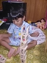 3歳の頃の自閉症スペクトラム・軽度知的障害の息子の並べる遊び|澄川綾乃のカンタン家庭療育
