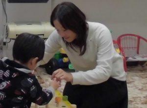 自閉症で遊びが広がらない子もパーソナル療育プログラムで見立てて作る力と日常会話を
