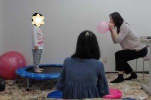 2歳:口頭指示「(お皿じゃなくて)お鍋に入れて」が出来るように!パーソナル療育プログラム