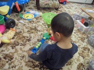 自閉症児のこだわりは興味の狭さ!3歳の子のパーソナルプログラム