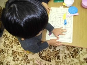 こだわりが強い2歳の子も誘い方次第!パーソナルプログラム