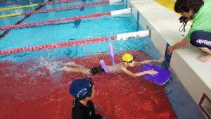 自閉症の息子 スイミングカーニバルの補助具何でも泳法でクロールに挑戦!!