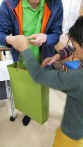 くじで1等賞 自閉症の息子スイミングカーニバルでお菓子の山ゲット