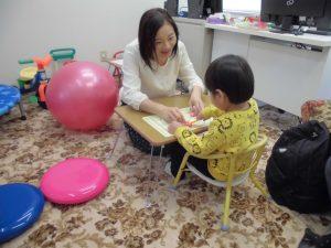 舌が出て口周りの筋肉が弱く言葉が出ない4歳の子の支援事例